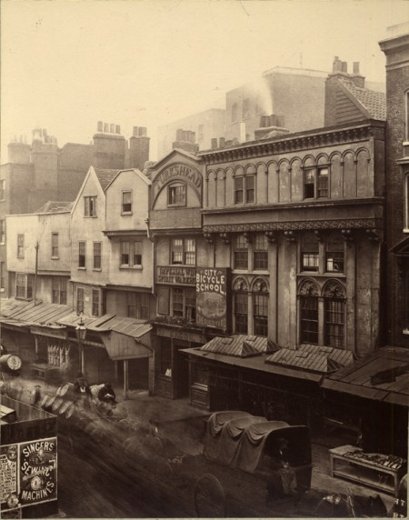 A room to let in Old Aldgate – historic photos of urban London