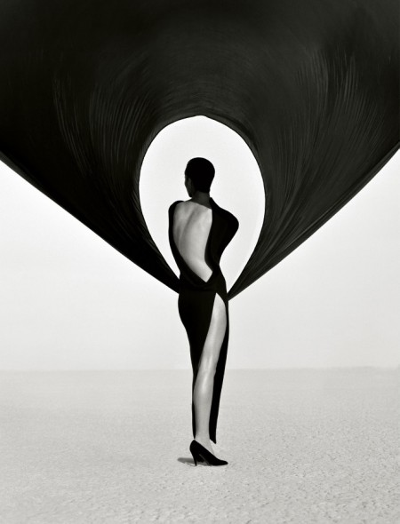 Glamorous black and white portraits by Herb Ritts